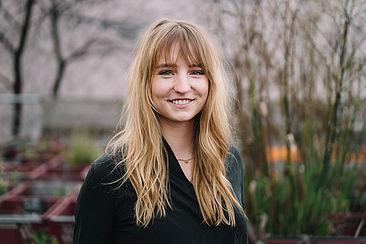 Johanna Kuhlee vor der Oberbaumbrücke