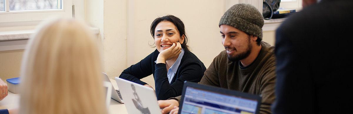 Studierende bei der Projektarbeit