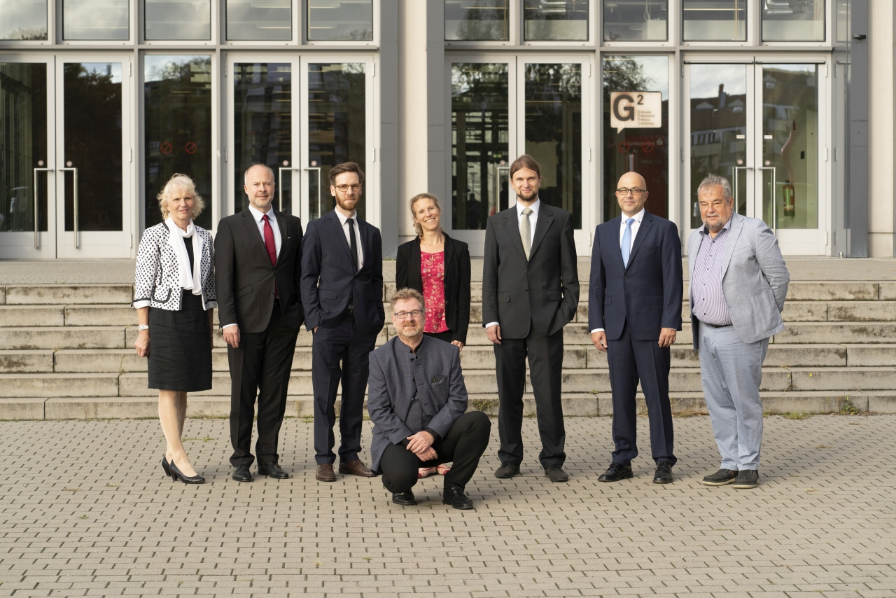 Gruppenbild mit dem HTW-Präsidenten und den neuen Professor_innen